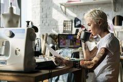 Έννοια ερευνητικών περιοδικών σχεδίου μόδας Στοκ Εικόνα