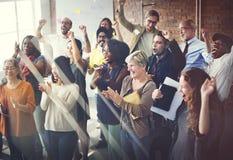 Έννοια ευτυχίας επιτυχίας συνεδρίασης της ομαδικής εργασίας ομάδας