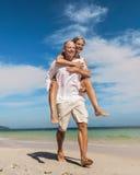 Έννοια ευτυχίας τρόπου ζωής θάλασσας ταξιδιού ζεύγους στοκ φωτογραφίες
