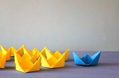 Έννοια ηγεσίας με τις βάρκες εγγράφου Στοκ Φωτογραφίες