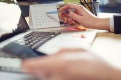 Έννοια ημερομηνίας ημερολογιακού σχεδίου αρμόδιων για το σχεδιασμό στοκ εικόνες με δικαίωμα ελεύθερης χρήσης