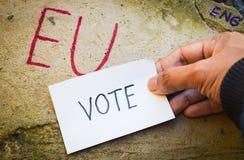 Έννοια δημοψηφισμάτων της βρετανικής ΕΕ Brexit με τα Η.Ε λέξης και Eng και ψηφοφορία σε διαθεσιμότητα για τον τοίχο πετρών στοκ εικόνες