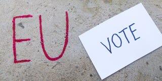 Έννοια δημοψηφισμάτων της βρετανικής ΕΕ Brexit με τα Η.Ε λέξης και Eng και ψηφοφορία για τον τοίχο πετρών στοκ φωτογραφία με δικαίωμα ελεύθερης χρήσης