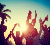 Έννοια διακοπών καλοκαιρινών διακοπών κόμματος παραλιών εορτασμού ανθρώπων στοκ εικόνες με δικαίωμα ελεύθερης χρήσης