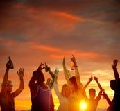 Έννοια διακοπών καλοκαιρινών διακοπών κόμματος παραλιών εορτασμού ανθρώπων στοκ φωτογραφία με δικαίωμα ελεύθερης χρήσης