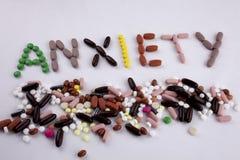 Έννοια ιατρικής φροντίδας έμπνευσης τίτλων κειμένων γραψίματος χεριών που γράφεται με την ανησυχία λέξης καψών φαρμάκων χαπιών απ Στοκ εικόνες με δικαίωμα ελεύθερης χρήσης