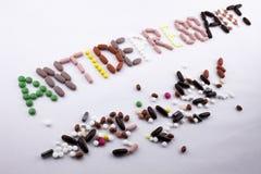 Έννοια ιατρικής φροντίδας έμπνευσης τίτλων κειμένων γραψίματος χεριών που γράφεται με τη λέξη καψών φαρμάκων χαπιών καταπραϋντική Στοκ εικόνες με δικαίωμα ελεύθερης χρήσης