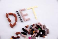 Έννοια ιατρικής φροντίδας έμπνευσης τίτλων κειμένων γραψίματος χεριών που γράφεται με τη ΔΙΑΤΡΟΦΗ λέξης καψών φαρμάκων χαπιών απο Στοκ φωτογραφίες με δικαίωμα ελεύθερης χρήσης