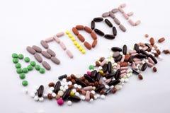 Έννοια ιατρικής φροντίδας έμπνευσης τίτλων κειμένων γραψίματος χεριών που γράφεται με το αντίδοτο λέξης καψών φαρμάκων χαπιών στο στοκ φωτογραφίες με δικαίωμα ελεύθερης χρήσης