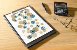 Έννοια δικτύων νομίσματος σε ένα γραφείο Στοκ Εικόνα