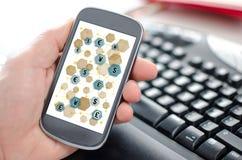 Έννοια δικτύων νομίσματος σε ένα smartphone Στοκ φωτογραφία με δικαίωμα ελεύθερης χρήσης