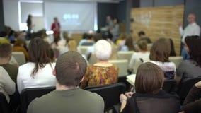 Έννοια κατάρτισης γραφείων συνεδρίασης των διασκέψεων σεμιναρίου επιχειρηματιών απόθεμα βίντεο