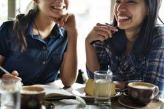 Έννοια καφέ κατανάλωσης ομάδας ανθρώπων Στοκ φωτογραφίες με δικαίωμα ελεύθερης χρήσης