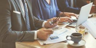 Έννοια καφέδων μάρκετινγκ στρατηγικής συνεδρίασης της επιχειρησιακής ομάδας