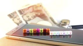 Έννοια κοινωνίας Cashless με το αλφάβητο, smartphone για το electroni Στοκ εικόνες με δικαίωμα ελεύθερης χρήσης