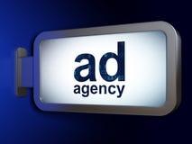 Έννοια μάρκετινγκ: Αντιπροσωπεία αγγελιών στο υπόβαθρο πινάκων διαφημίσεων Στοκ φωτογραφία με δικαίωμα ελεύθερης χρήσης