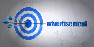 Έννοια μάρκετινγκ: στόχος και διαφήμιση επάνω ελεύθερη απεικόνιση δικαιώματος