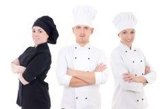 Έννοια μαγειρέματος - νέα ομάδα αρχιμαγείρων που απομονώνεται στο λευκό Στοκ εικόνα με δικαίωμα ελεύθερης χρήσης