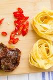 Έννοια μαγειρέματος - σύνολο υγιών προϊόντων στοκ εικόνες