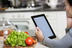 Έννοια μαγειρέματος, τεχνολογίας και σπιτιών Στοκ φωτογραφία με δικαίωμα ελεύθερης χρήσης