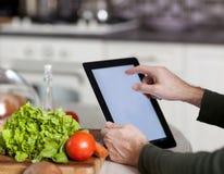 Έννοια μαγειρέματος, τεχνολογίας και σπιτιών Στοκ Εικόνες