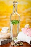 Έννοια μπουκαλιών γυαλιού candles soaps stones spa Στοκ Εικόνα