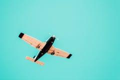 Έννοια μπλε ουρανού αεροπλάνων Στοκ φωτογραφία με δικαίωμα ελεύθερης χρήσης
