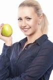 Έννοια οδοντικής υγείας: Ξανθό θηλυκό Causasian με την πράσινη Apple ι Στοκ Φωτογραφία