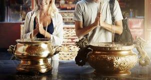 Έννοια πίστης θρησκείας θυμιάματος ζεύγους πεποίθησης πεποίθησης Στοκ Εικόνα