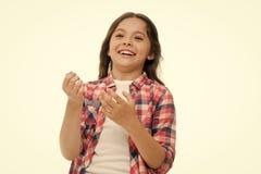 Έννοια παιδικής ηλικίας και ευτυχίας Παιδί το εύθυμο πρόσωπο και το λαμπρό χαμόγελο που απομονώνονται με στο λευκό Έννοια συγκινή στοκ φωτογραφία με δικαίωμα ελεύθερης χρήσης
