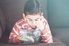 Έννοια παιδιών και τεχνολογίας Στοκ εικόνα με δικαίωμα ελεύθερης χρήσης