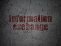 Έννοια πληροφοριών: Ανταλλαγή πληροφοριών στο υπόβαθρο τοίχων grunge απεικόνιση αποθεμάτων