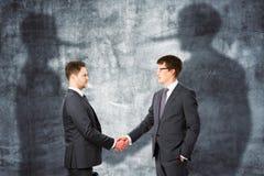 έννοια που συνδέει την ομαδική εργασία γρίφων συνεργασίας τεσσάρων χεριών Στοκ φωτογραφία με δικαίωμα ελεύθερης χρήσης