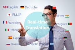 Έννοια πραγματικού - χρονική μετάφραση από τη ξένη γλώσσα στοκ φωτογραφία με δικαίωμα ελεύθερης χρήσης