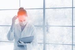 Έννοια προβλήματος υγείας ανθρώπων πίεσης: πρόσωπο πονοκέφαλου προσώπου πόνου Στοκ Φωτογραφία