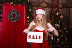 Έννοια πώλησης, Χριστουγέννων, διακοπών και ανθρώπων - Στοκ Εικόνες