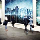 Έννοια πλήθους ταξιδιού περπατήματος κατόχων διαρκούς εισιτήριου επιχειρηματιών Στοκ φωτογραφία με δικαίωμα ελεύθερης χρήσης