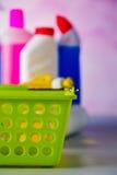 Έννοια πλυσίματος και καθαρισμού, σύνολο καθαρισμού στο φωτεινό υπόβαθρο Στοκ Εικόνες