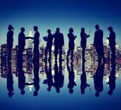Έννοια σκιαγραφιών νύχτας της Νέας Υόρκης επιχειρηματιών Στοκ Εικόνα
