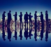 Έννοια σκιαγραφιών νύχτας της Νέας Υόρκης επιχειρηματιών Στοκ Εικόνες