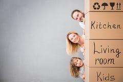 Έννοια σπιτιών ημέρας οικογενειακών νέα σπιτιών κινούμενη