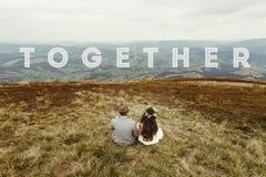 Έννοια ταξιδιού μαζί, κείμενο, ευτυχής πανέμορφη νύφη και Si νεόνυμφων Στοκ φωτογραφία με δικαίωμα ελεύθερης χρήσης