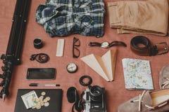 Έννοια ταξιδιού - σύνολο δροσερής ουσίας ατόμων φωτογραφίας Στοκ Εικόνα