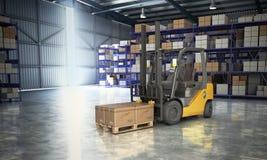 Έννοια της αποθήκης εμπορευμάτων forklift στη μεγάλη παράδοση αποθηκών εμπορευμάτων Στοκ Φωτογραφία