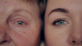 Έννοια της γήρανσης και της φροντίδας δέρματος πρόσωπο της νέας γυναίκας και μιας ηλικιωμένης γυναίκας με τις ρυτίδες φιλμ μικρού μήκους