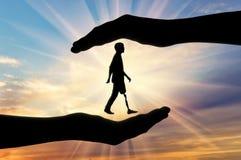 Έννοια της ενίσχυσης και της προσοχής για τα άτομα με ειδικές ανάγκες με ένα προσθετικό πόδι Στοκ Εικόνες