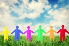 Έννοια της ενότητας και της φιλίας Πολλοί πολύχρωμοι άνθρωποι εγγράφου Στοκ Εικόνες