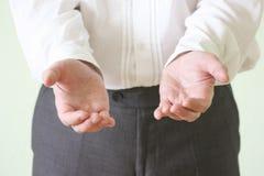 Έννοια της δικαιοσύνης Τα χέρια ατόμων στοκ εικόνα με δικαίωμα ελεύθερης χρήσης