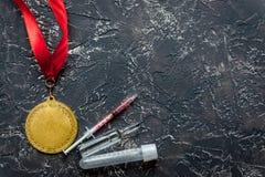 Έννοια της νάρκωσης στον αθλητισμό - τοπ άποψη μεταλλίων στέρησης Στοκ Φωτογραφία