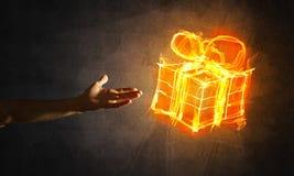 Έννοια του εορτασμού με την καίγοντας χειρονομία συμβόλων και δημιουργιών δώρων πυρκαγιάς Στοκ Φωτογραφία